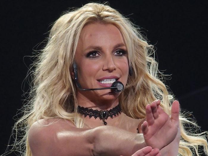 Un Backstreet Boy sale sul palco con Britney Spears a Las Vegas, e il nostro cuore torna negli anni 90