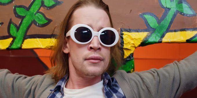 MACAULAY CULKIN INTERPRETA KURT COBAIN IN UN VIDEO