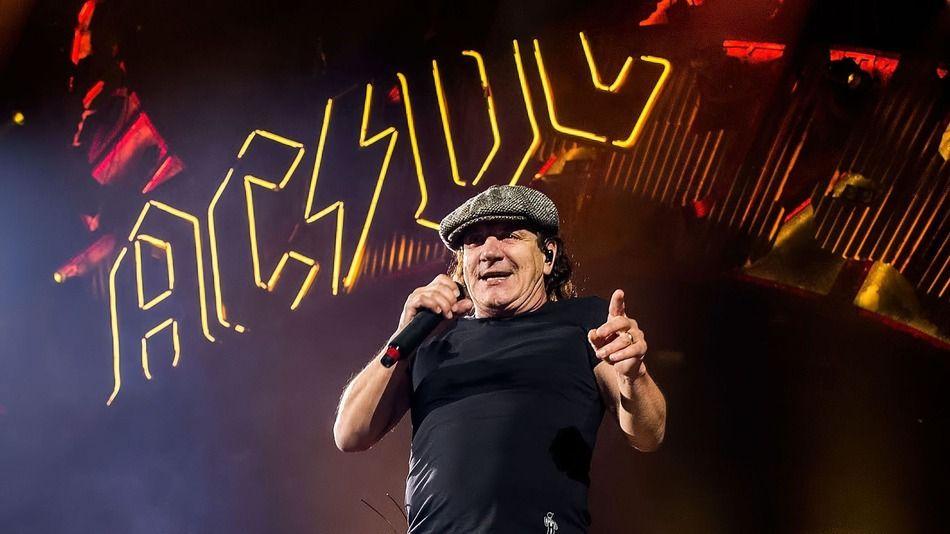 Brian Johnson (AC/DC) torna a cantare sul palco insieme a Robert Plant (Led Zeppelin)