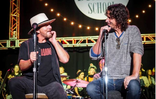 EDDIE VEDDER HA RICORDATO CHRIS CORNELL DURANTE LA PRIMA DATA DEL SUO TOUR SOLISTA. GUARDA IL VIDEO