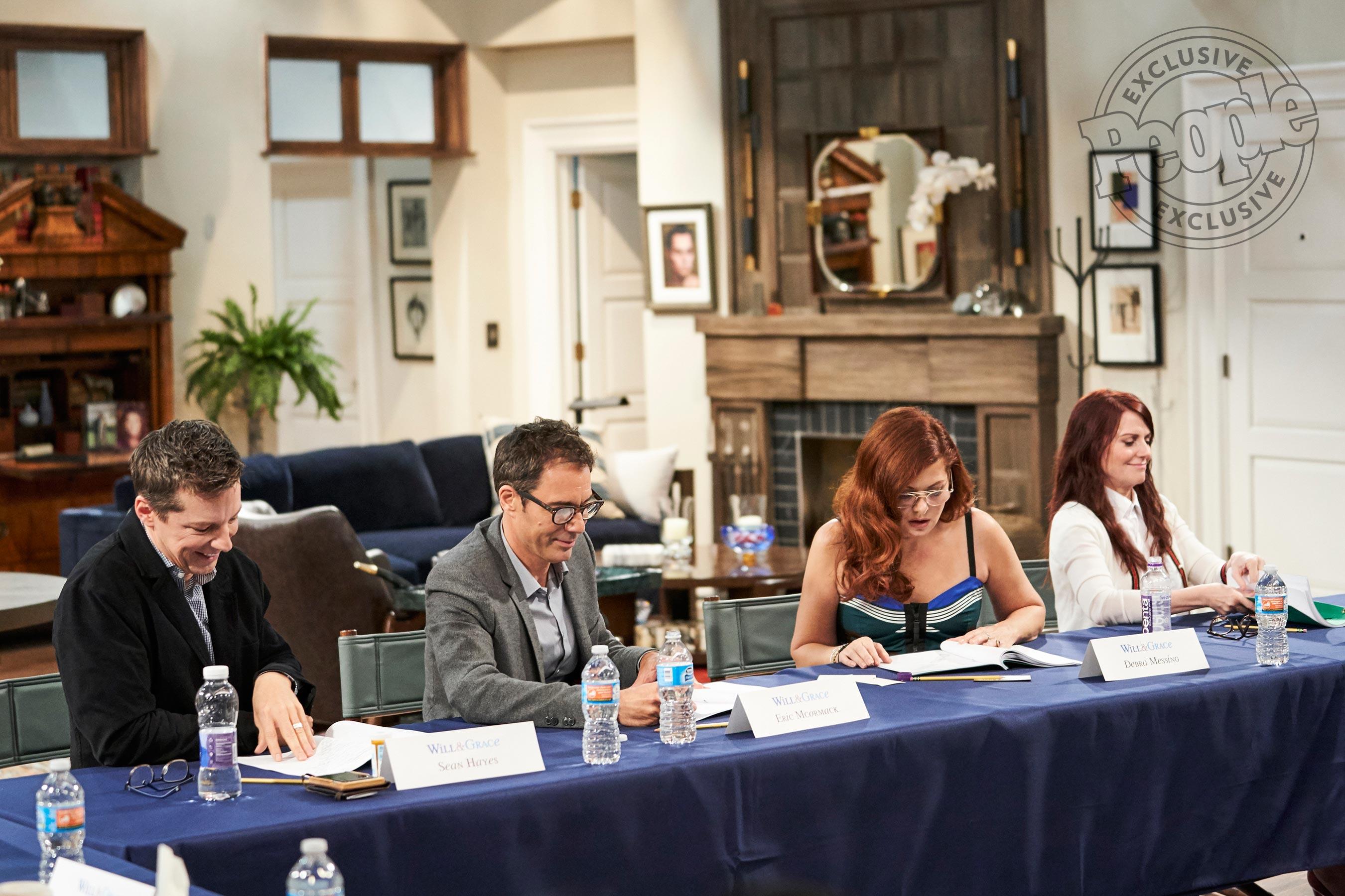 """Il cast di """"Will & Grace"""" riunito per leggere insieme il copione (foto)"""