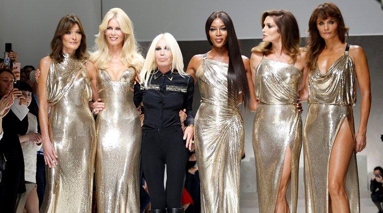 Carla Bruni, Claudia Schiffer, Naomi Campbell, Cindy Crawford e Helena Christensen sfilano di nuovo insieme