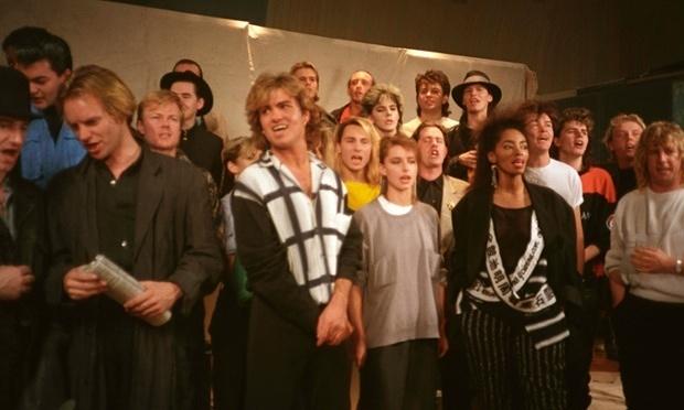 """25/11/1984 : i migliori cantanti si riuniscono per """"Do They Know It's Christmas? grazie a Bob Geldof"""