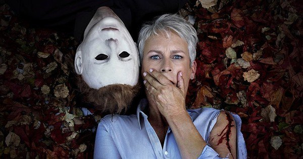Michael Myers e Jamie Lee Curtis Cozy in una foto del nuovo Halloween