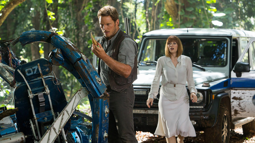 JURASSIC WORLD 2: primo footage del film con Chris Pratt che coccola un 'baby' raptor