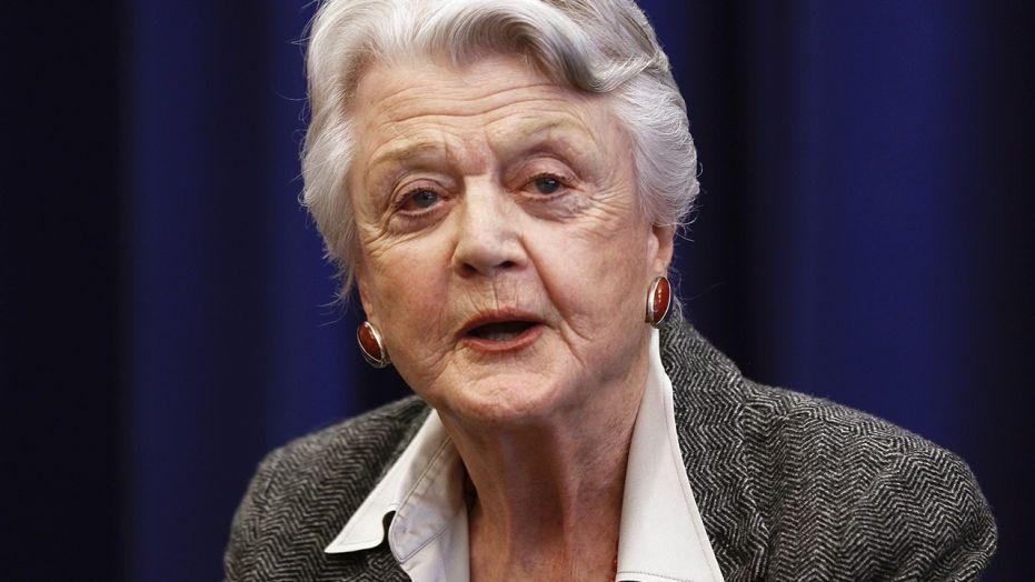 Angela Lansbury risponde alle critiche sulle sue dichiarazioni riguardanti le molestie sessuali