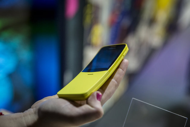 """Nokia rilancia il """"banana phone"""" degli anni 90!"""