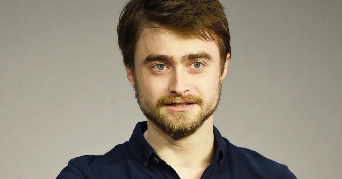 Daniel Radcliffe e l'assurdo 'outfit' per il suo nuovo film