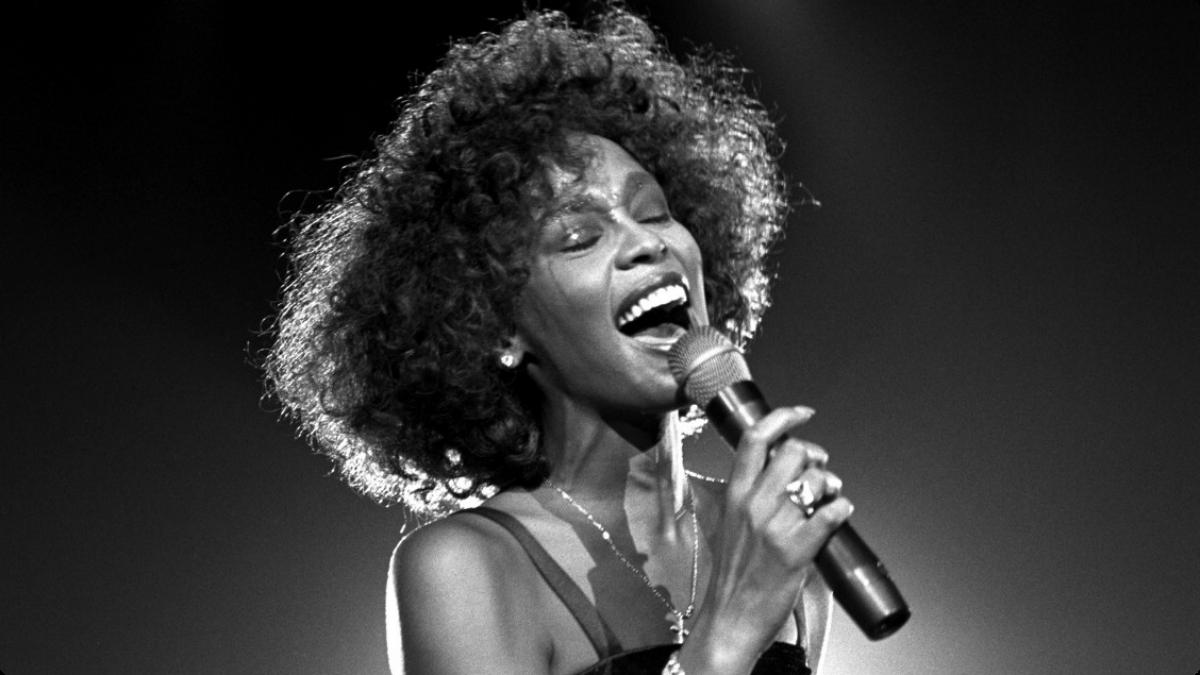 Whitney Houston venne abusata da piccola dalla cugina