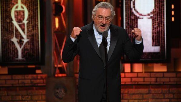 """De Niro: """"Fuck Trump"""" e in platea è standing ovation"""