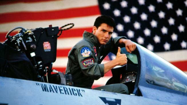 Top Gun: Maverick – Tom Cruise sul set con moto e occhiali [FOTO]