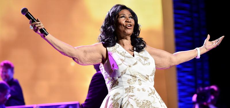 L'ultima esibizione di Aretha Franklin e gli omaggi degli altri cantanti