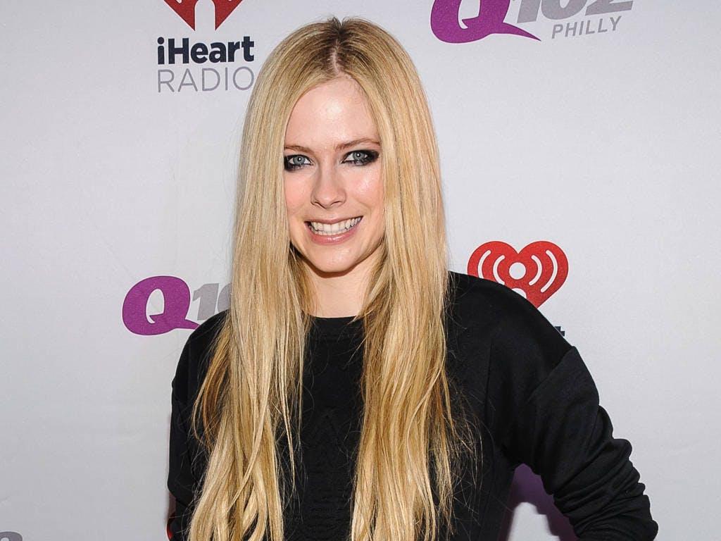 Avril Lavigne compie 35 anni e ritorna sulla scene