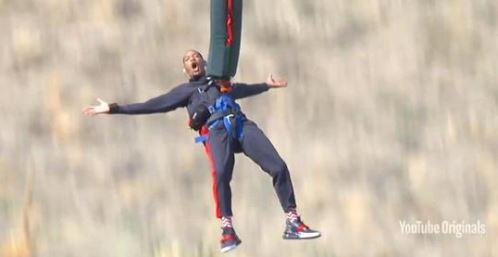 Will Smith festeggia i 50 anni… con adrenalina!