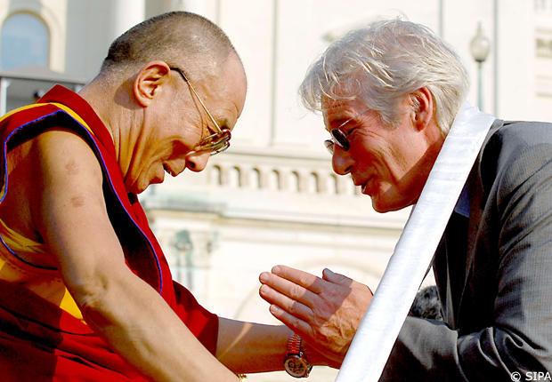 Richard Gere papà a 69 anni: il Dalai Lama 'benedice' la pancia della mamma