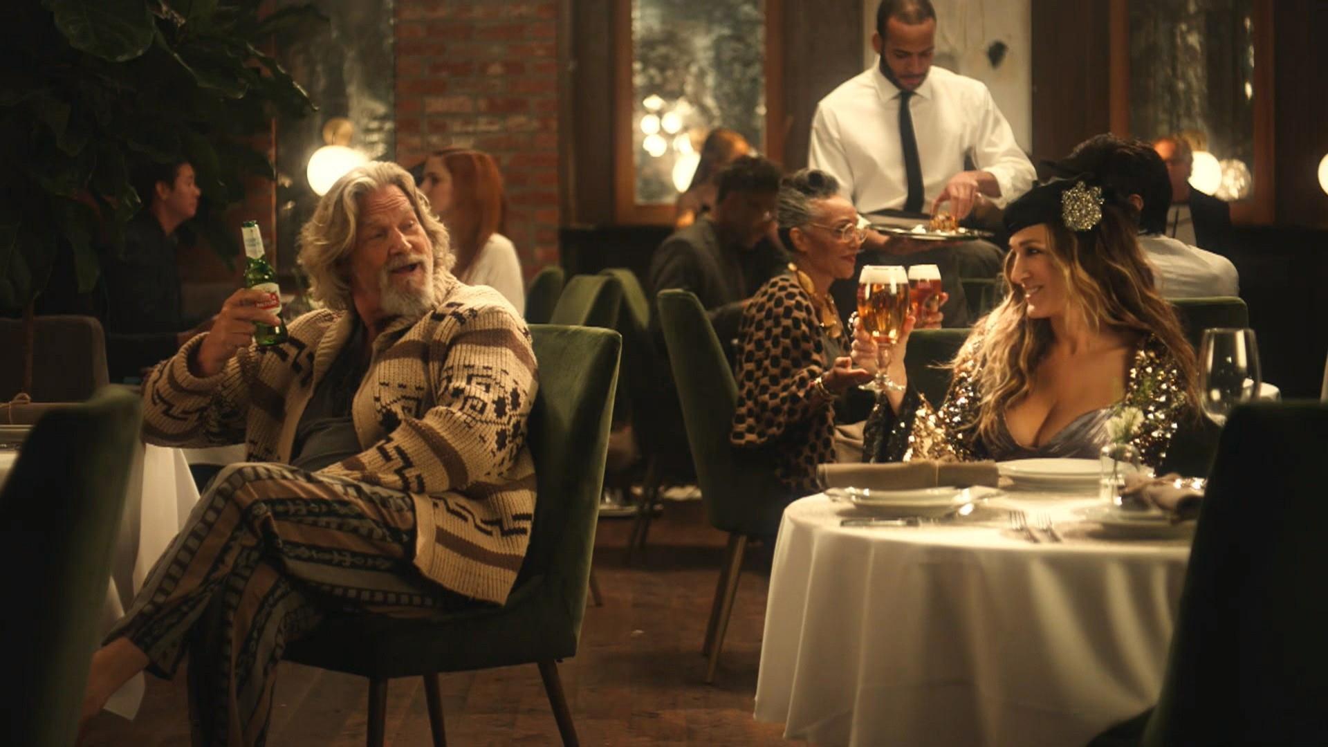 Il Drugo rifiuta il White Russian e Carrie Bradshaw il Cosmopolitan nel nuovo spot pubblicitario
