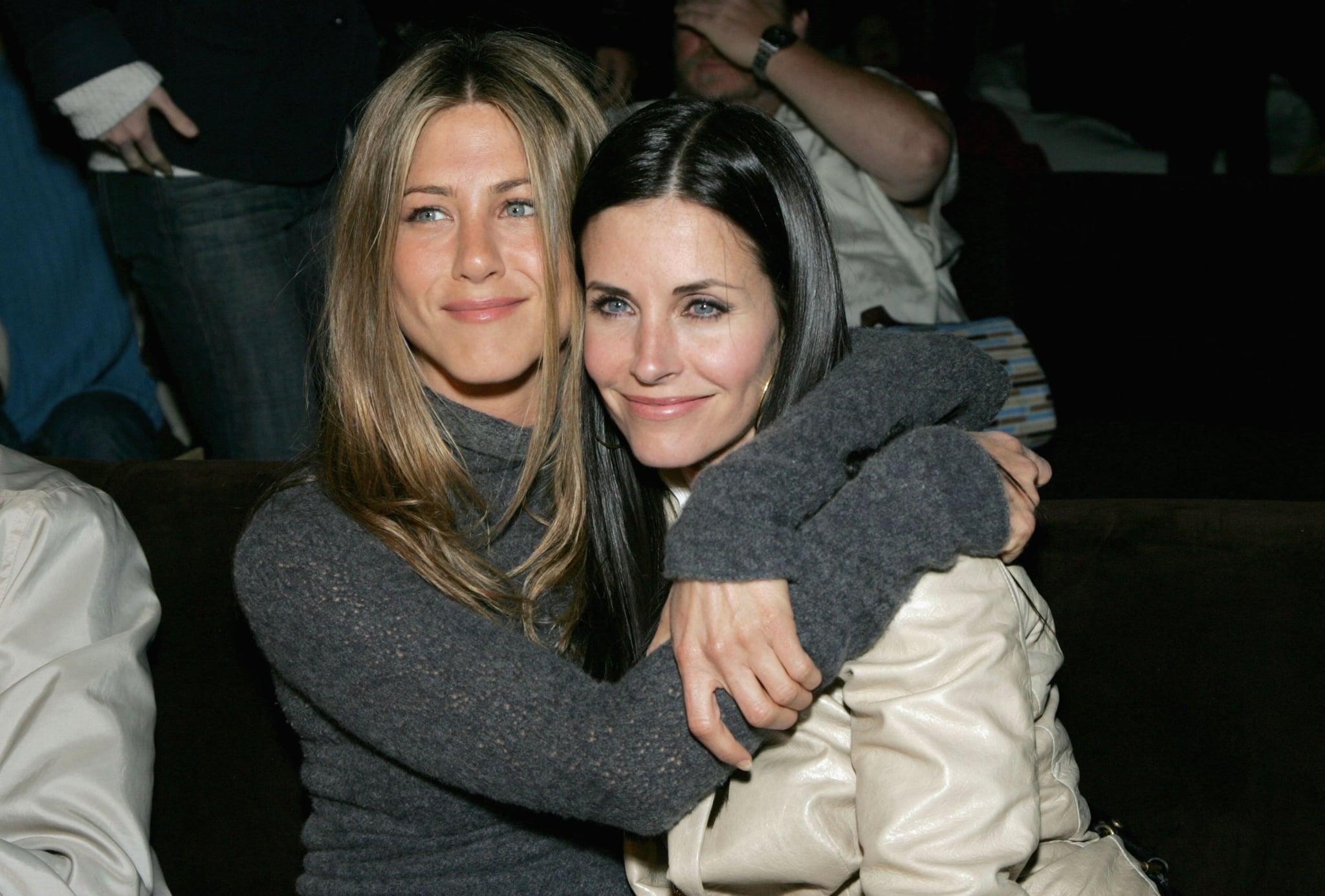 Jennifer Aniston e Courteney Cox coinvolte in un atterraggio aereo d'emergenza