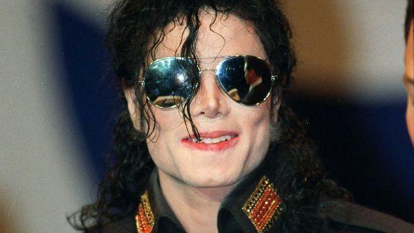 "Michael Jackson, ex governante: ""Trovai mutandine da bimbi nella sua Jacuzzi"""