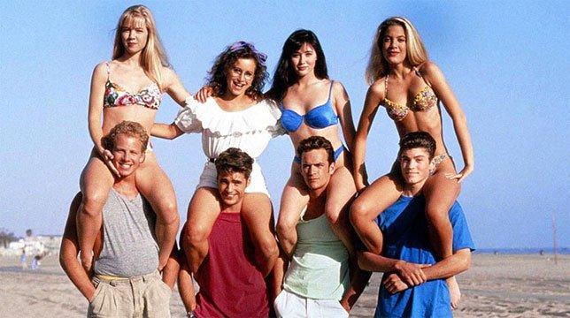 Il cast di Beverly Hills 90210 si riunisce a casa di Gabrielle Carteris per ricordare Luke Perry
