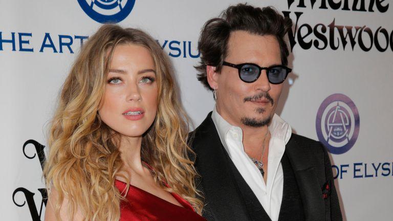 """Johnny Depp e l'ex moglie Amber Heard: """"Sotto effetto di droghe e alcol diventava il Mostro"""""""
