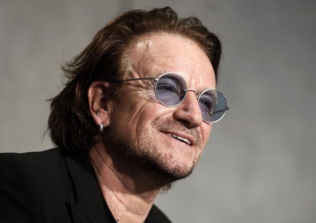 U2: il frontman Bono indossa sempre gli occhiali da sole per un motivo ben preciso