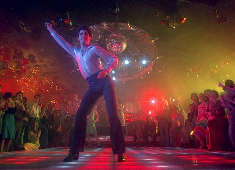 """John Travolta festeggia il 16° disco di platino per """"La Febbre del sabato sera"""""""