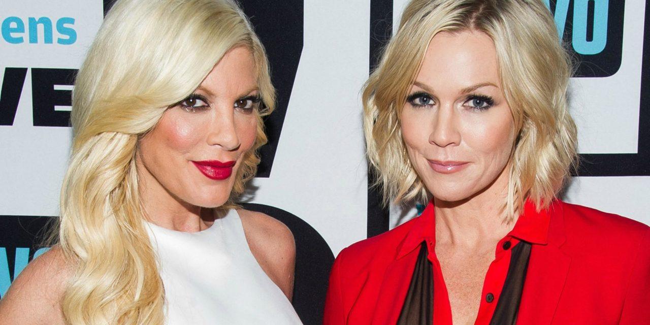 JENNIE GARTH e TORI SPELLING si preparano al nuovo Beverly Hills 90210
