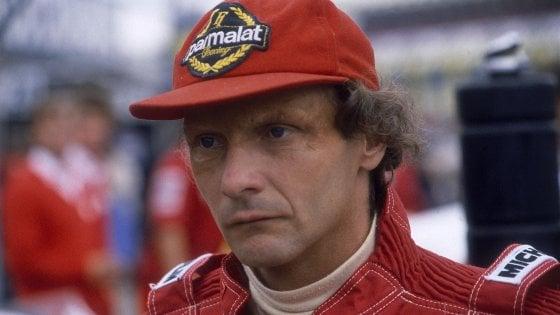 Niki Lauda verrà seppellito con la tuta della Ferrari