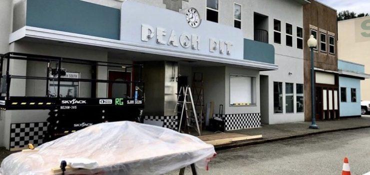 BEVERLY HILLS 90210. RIAPRE IL PEACH PIT E INIZIANO LE RIPRESE DELLA NUOVA SERIE