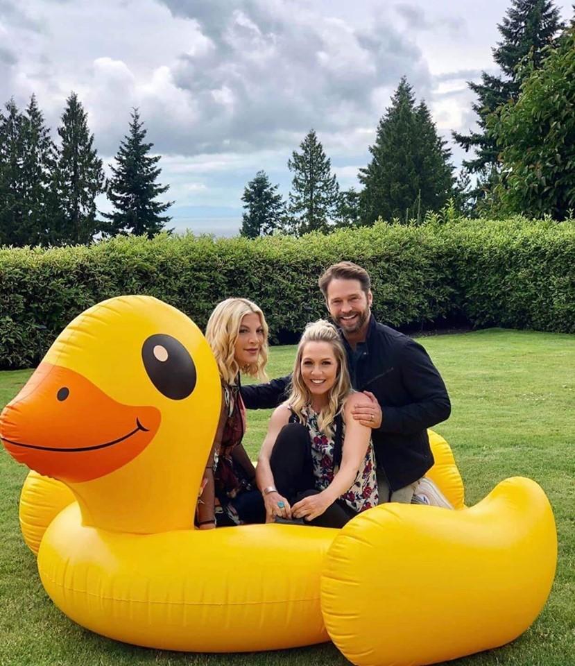 Kelly, Donna e Brandon tutti insieme nelle riprese del reboot
