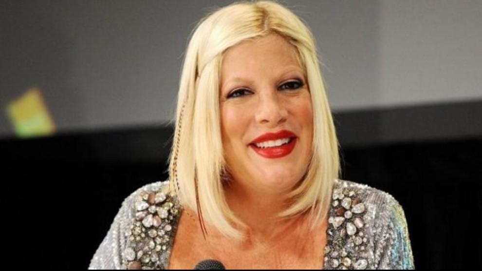 Beverly Hills 90210 revival: ecco chi interpreterà il marito di Tori Spelling