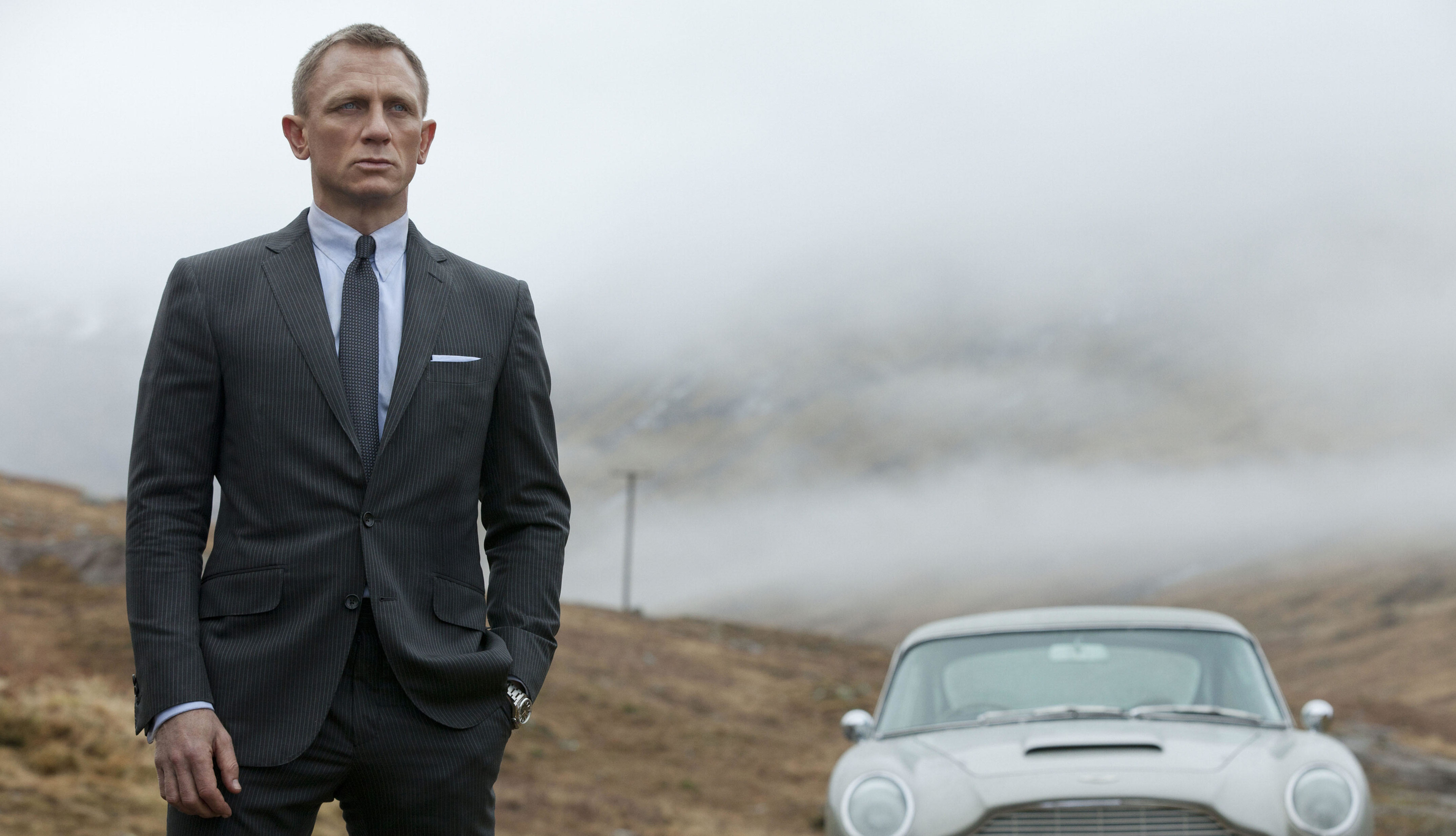 Daniel Craig torna ad allenarsi per Bond 25 con la gamba ingessata