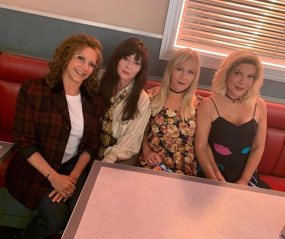 """""""Beverly Hills 90210"""", le ragazze del Peach Pit sono tornate…"""