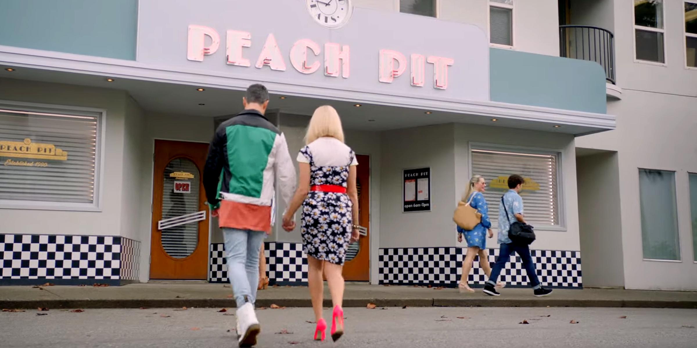 Beverly Hills 90210 revival: il PEACH PIT riapre e i fan potranno prenotare in occasione del riavvio della serie