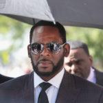 Arrestato per pedofilia R. Kelly, il cantante di «I Believe I Can Fly»