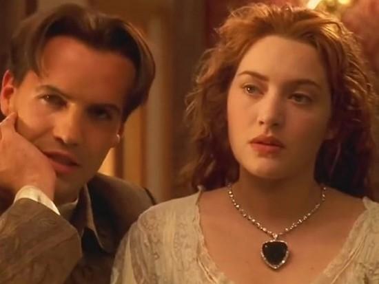 """Céline Dion indossa il ciondolo blu indossato da Rose in """"Titanic"""" [FOTO]"""