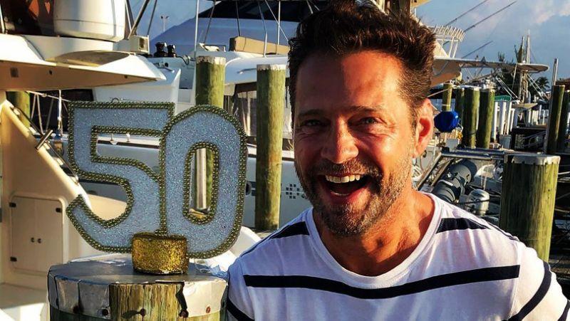 BEVERLY HILLS 90210: ECCO GLI AUGURI DEL CAST PER I 50 ANNI DI JASON PRIESTLEY