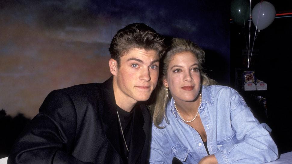 """""""Beverly Hills 90210"""", Brian Austin Green ammette: """"Sono stato con Tori Spelling"""""""