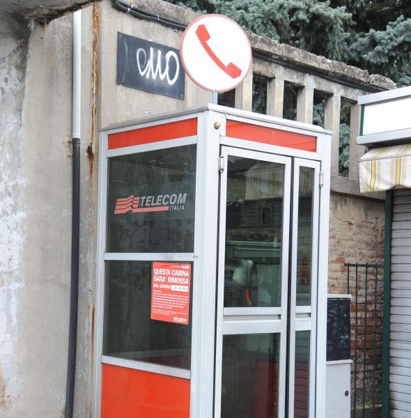 """Le cabine telefoniche """"estinte"""" in un anno."""