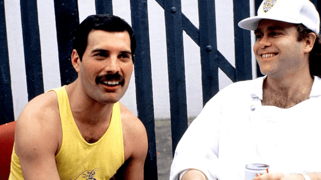 Quel regalo di Natale che Elton John ricevette da parte di Freddie Mercury dopo la sua morte