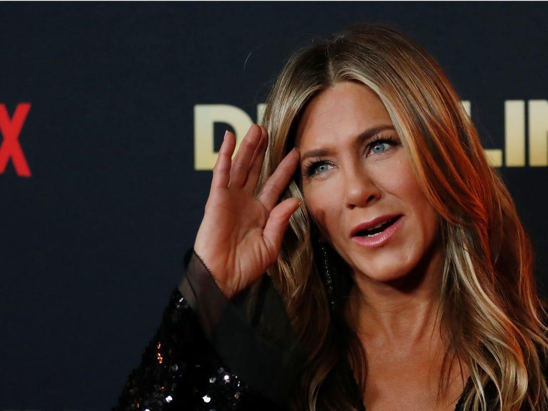 Una Jennifer Aniston sempre più social mostra cosa si cela dietro la perfezione di uno scatto