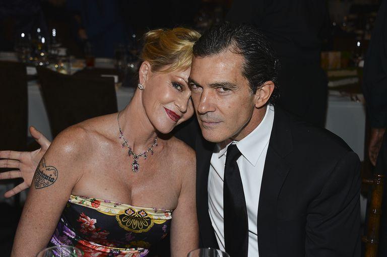 Antonio Banderas sul rapporto con l'ex moglie: «Amo ancora Melanie Griffith. La mia fidanzata comprende»