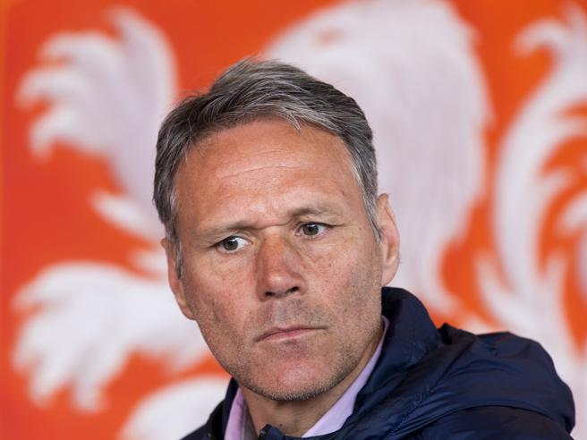 Marco Van Basten pronuncia frase nazista in diretta: la Fox lo sospende, provvedimenti anche su FIFA 20
