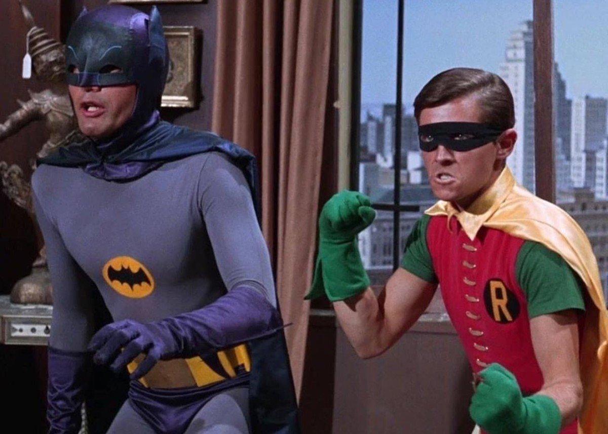 """Batman, Burt Ward: """"Mi diedero delle pillole per diminuire """"il pacco"""" indecente di Robin"""""""
