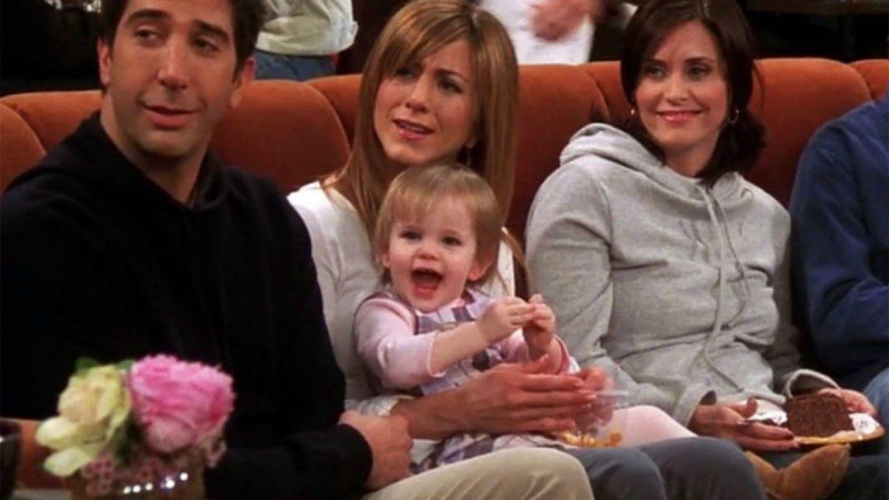Friends, la figlia di Ross e Rachel compie 18 anni e può finalmente vedere il suo video di auguri