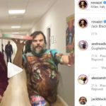 Fabio Rovazzi e Jack Black modelli con la pizza alla Milano Fashion Week [VIDEO]