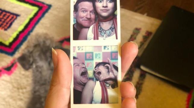 Coronavirus, Robin Williams sorridente in alcuni vecchi scatti ritrovati dalla figlia Zelda durante la quarantena