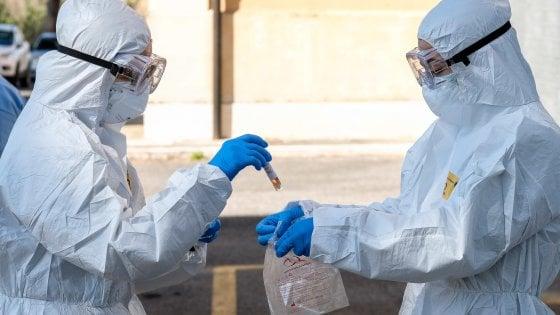Coronavirus, in Italia 525 decessi: il numero più basso dal 19 marzo. L'Iss: la curva ha iniziato la discesa