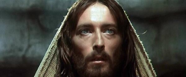 """Robert Powell e la sua condanna per aver interpretato """"Gesù"""" di Zeffirelli"""
