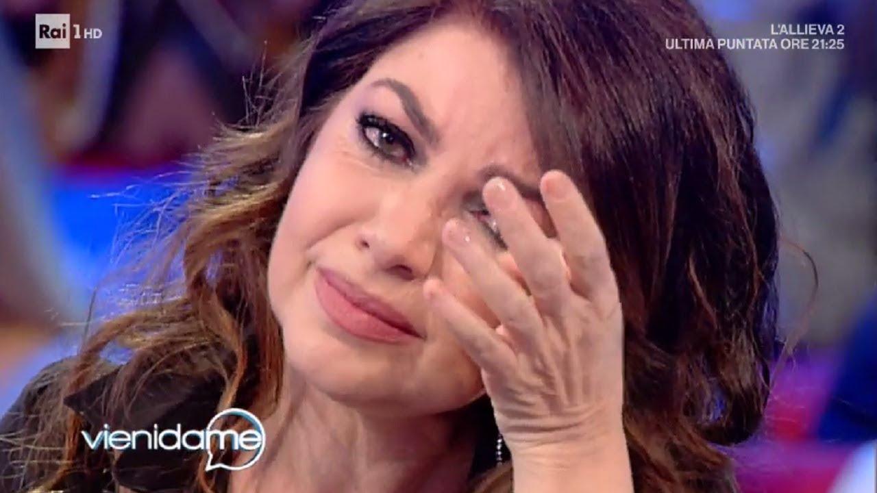 """Cristina D'Avena fuori dallo show """"Musica che unisce"""", si sfoga sui social: «Volevo esserci»"""